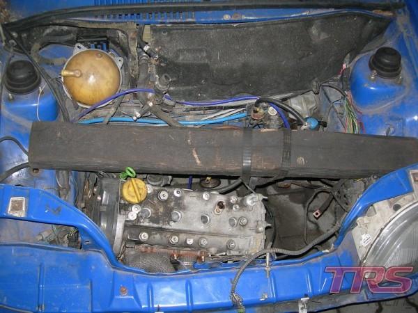 Jak widać, obecnie silnik jest w samochodzie  ale będzie trzeba go wyjąć żeby wszytko dokładnie przejrzeć i poskładać