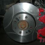 Przy okazji większe hamulce na przód - 257mm nacinane wentylowane TRW