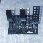 Oryginalne serwo z pompą hamulcową się nie zmieściło, stąd pedal box