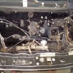 Silnik wyciągnięty. Można wyspawać downpipe, podłączyć smarowanie i chłodzenie turbo. Przy okazji wymyliśmy komorę silnika, wymieniliśmy mechanizm zmiany biegów