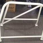 Rollbar uzupełniliśmy o poprzeczkę do mocowania pasów a całość pomalowana w firmie SAW-CARS