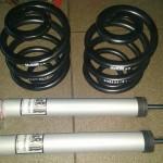 Na początek zestaw amortyzatorów i sprężyn oraz drążki stabilizatora H&R