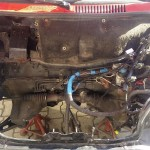 Komora silnika również wymaga sporo nakładu pracy