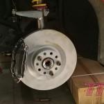 Hamulce 345mm zamontowane na naszym customowym adapterze