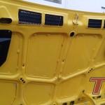 Aby obniżyć temperaturę w komorze silnika MP Classic przebudowało maskę wspawując wyloty powietrza. Perfekcyjna robota. Po spawaniu nie ma śladu.
