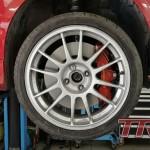 Adaptery hamulców przednich zaprojektowane. Tarcze 330mm, zaciski 6-tłok Porsche