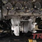 Nowe turbo (TD04) już na miejscu. Dzięki naszemu adapterowi nie jest wymagana modyfikacja ani wymiana kolektora wydechowego.